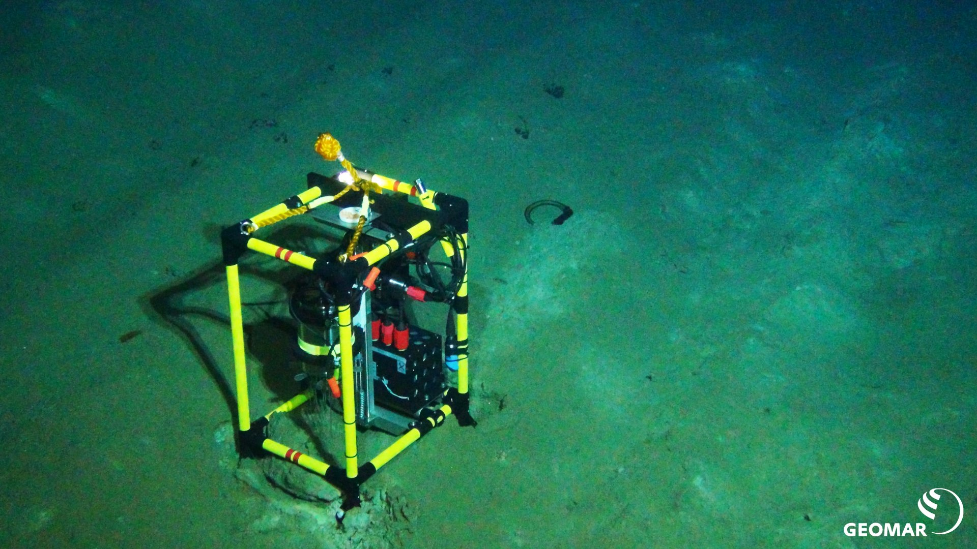 Oxygen measurements at the seafloor in the Peru Basin